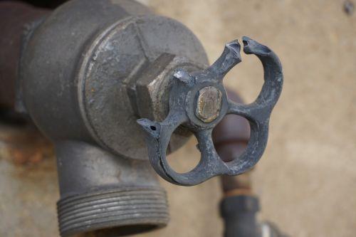 faucet defect broken