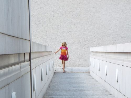 federal art hall stairs girl