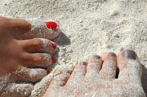feet sand nails