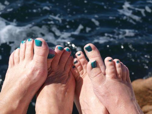 feet nail polish tear