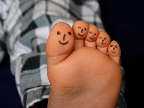 feet ten barefoot
