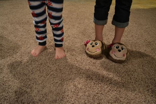 feet toes slippers