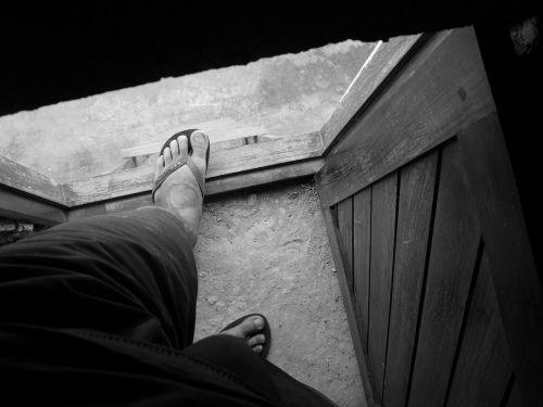 feet output door