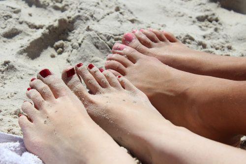 feet girl nail varnish