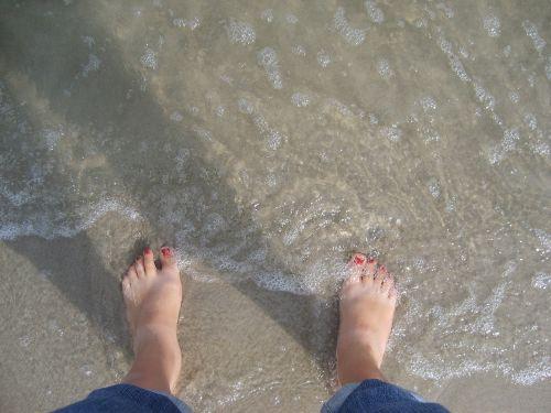 feet sea holiday