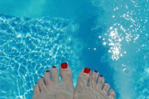 feet water enamel