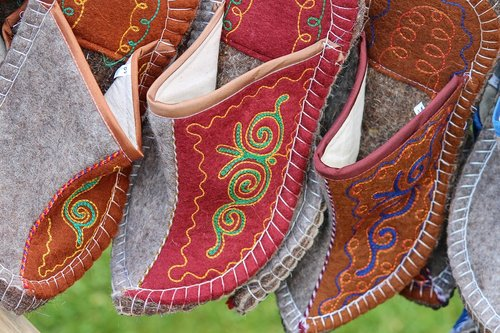 felt  shoes  slippers
