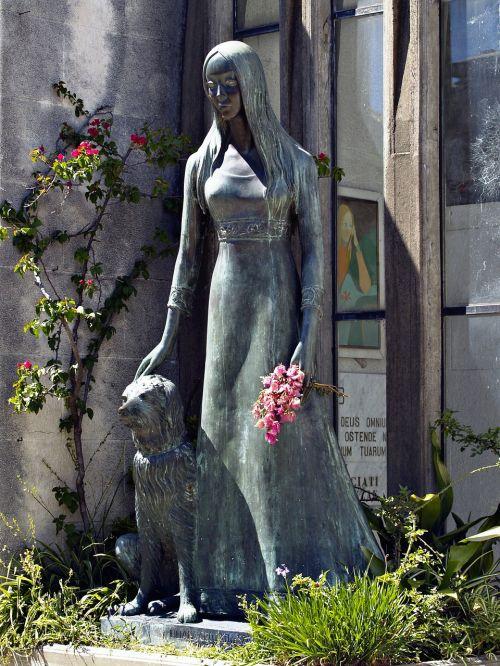 female statue concrete
