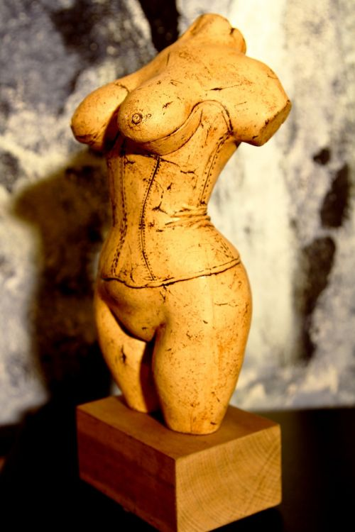 female figure bust act