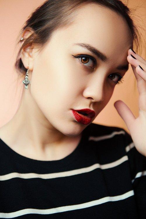 female portraits  girl  fashion