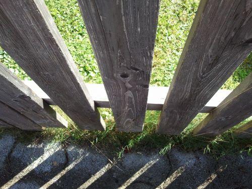 fence shadow spring