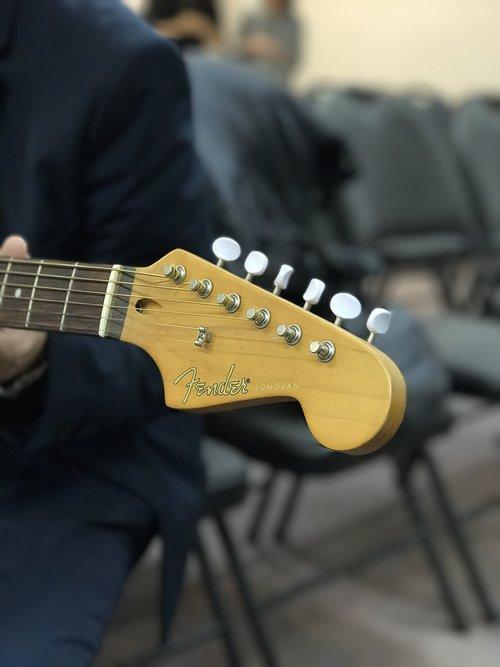 fender  guitar  headstock