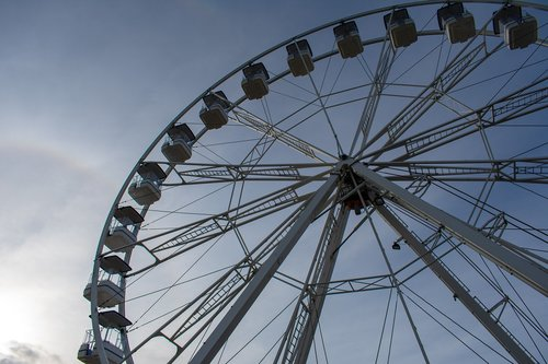 ferris wheel  attraction  cascais