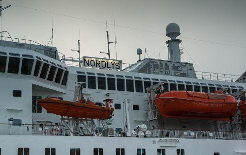 ferry lifeboats bridge