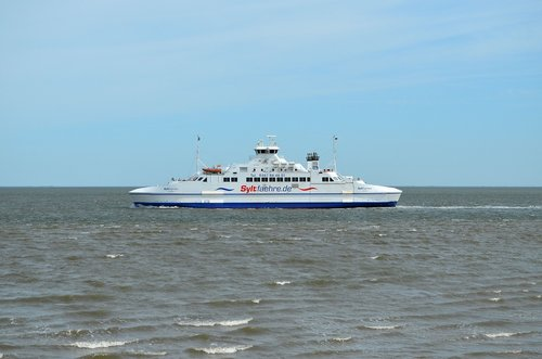 ferry  transport  sylt