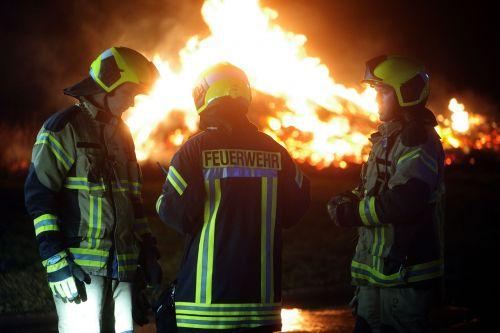feuerwehrei set brand flame