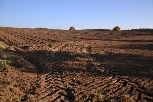 field traces tractor
