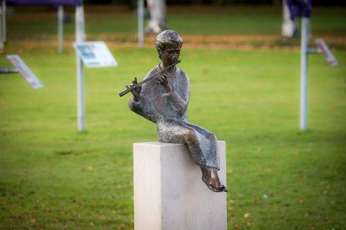 figure sculpture bronze
