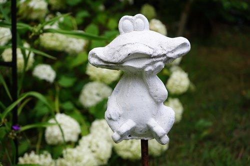 figure  frog  garden