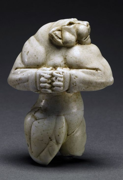 figure 5000 years half woman half lion the guennol lioness