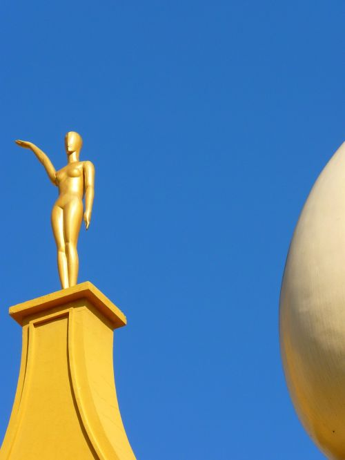 figure golden egg