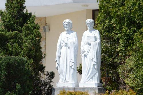 figures the apostles sculpture
