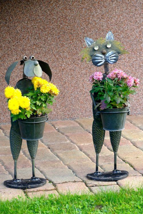 figures pair flowers