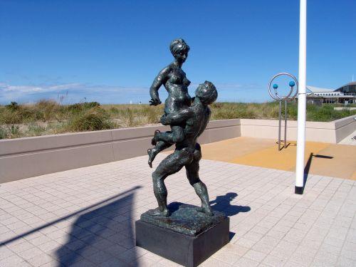 figures bronze art