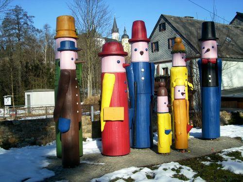 figures wood folk