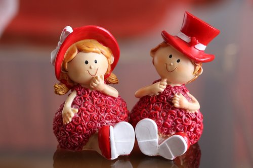 figurines  ornament  decoration
