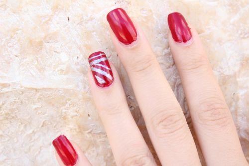 finger nail polish red