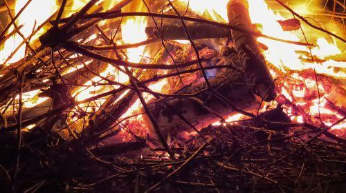 Ugnis,liepsna,Velykų ugnis,mediena,prekinis ženklas,medžio ugnis,deginti,laužavietė,gražus,Uždaryti,ugnies liepsnos ugnis,angelai