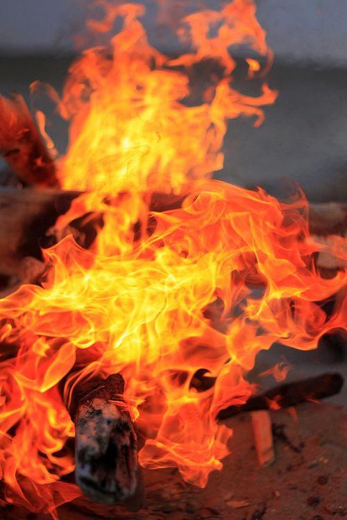 Ugnis,koster,anglis,malkos,laužavietė,liepsna,deginti,karščiavimas,vasara,oranžinė,pelenai,turizmas,nudegimai,laužas