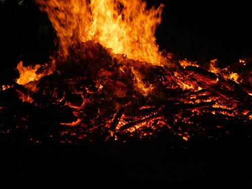 Ugnis,liepsna,deginti,laužavietė,evoliucinis,ugnies liepsnos ugnis,medžio ugnis,heiss,švytėjimas,šiluma,šiltas,radijas,deginimas,oranžinė,energija,šviesa,raudona,angelai,romantiškas,židinys,spindesys,neramus,nerimo ugnis