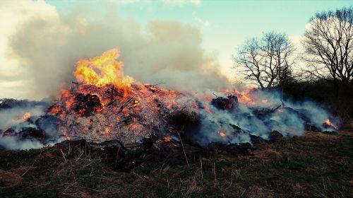 Ugnis,debesys,dūmai,švytėjimas,nudegimai,angelai
