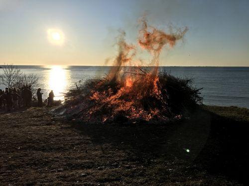 fire burns bonfire