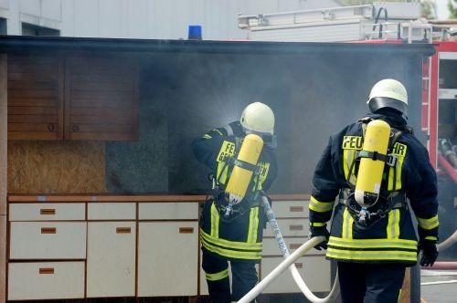 fire feuerloeschuebung kitchen fire