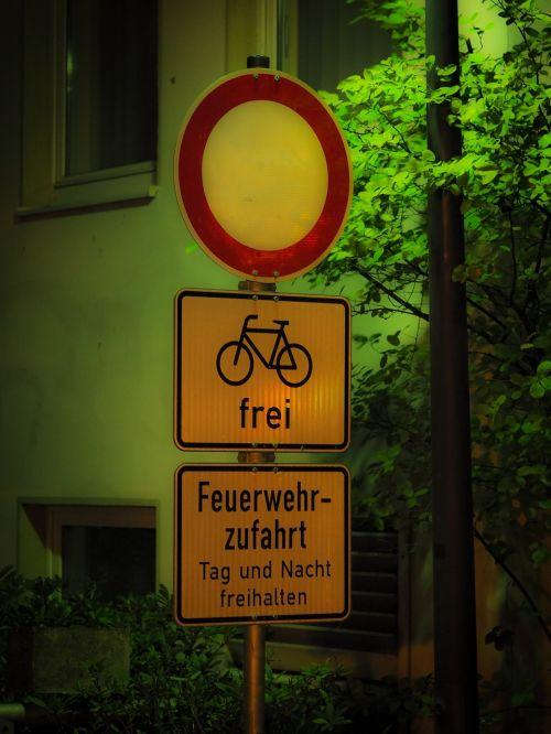 fire engine access forbidden passage