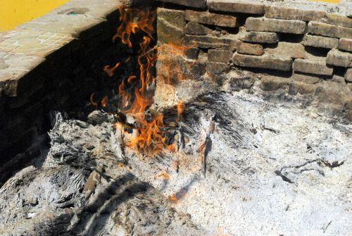 Ugnis, deginti, deginimas, šiluma, deginimas, pelenai, liepsnos, laužavietė