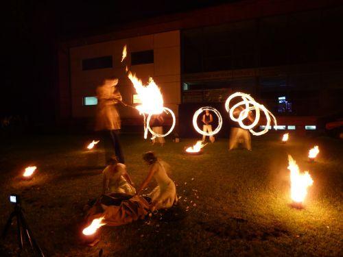 ugnies šou,Ugnis,liepsnos,šokis,nudegimai,deginti