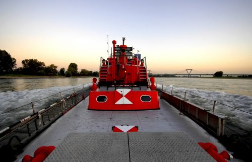 fireboat düsseldorf rhine