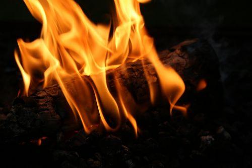židinys,Ugnis,mediena,deginti,blaze,medžio ugnis,angelai,orkaitės ugnis,jaukus,heiss,liepsna,šiluma,medienos deginimo krosnis,atvira ugnis,fonas,Uždaryti