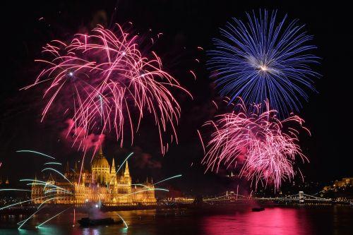 fireworks parliament budapest