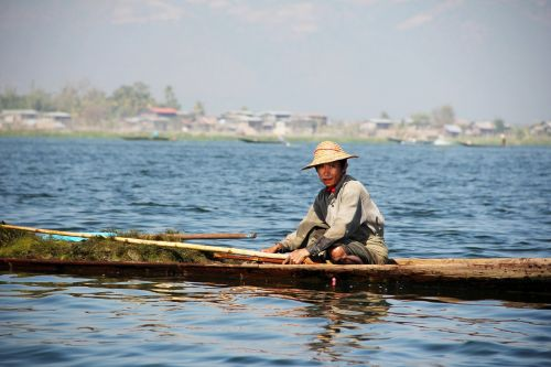 fischer single-leg-rowers inle lake