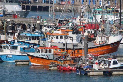 fishing boats cornish cornwall
