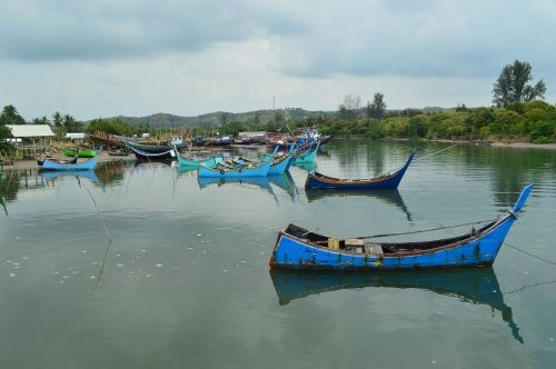 fishing boats river asian