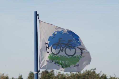 flag blow wind
