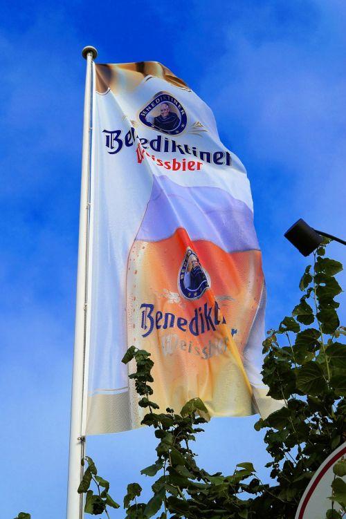 flag advertising flutter