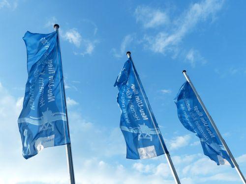 vėliavos,mėlynas,smūgis,plazdėjimas,dangus,vėliavos lapeliai,keltuvas,pakeltas