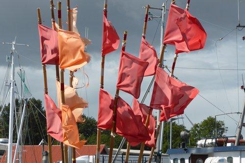 flags  sea  flag